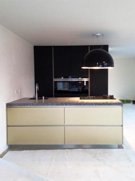 Goud met zwarte keuken in Utrecht