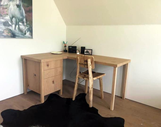 Massief eiken bureau met drie lades